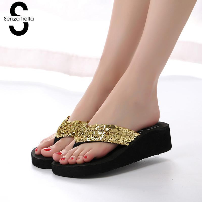 цена Senza Fretta Women Sequins Shoes Flip Flops Woman Summer Slippers Bohemian Muffin Slope slippers Beach Shoes pantufa zapatillas
