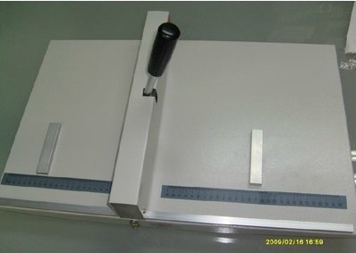 Manual paper creasing machine for paper photo card 525mm , manual scoring machine 20.6 ...