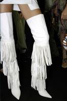 Осенне зимние женские сапоги до бедра белого цвета с кисточками, с боковой молнией, с острым носком, на высоком каблуке шпильке, Сапоги выше