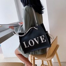 купить Large-capacity Letter Bag Female 2019 New Korean Version of The Casual Handbag Fashion Simple Shoulder Messenger Bag Tide по цене 1278.53 рублей