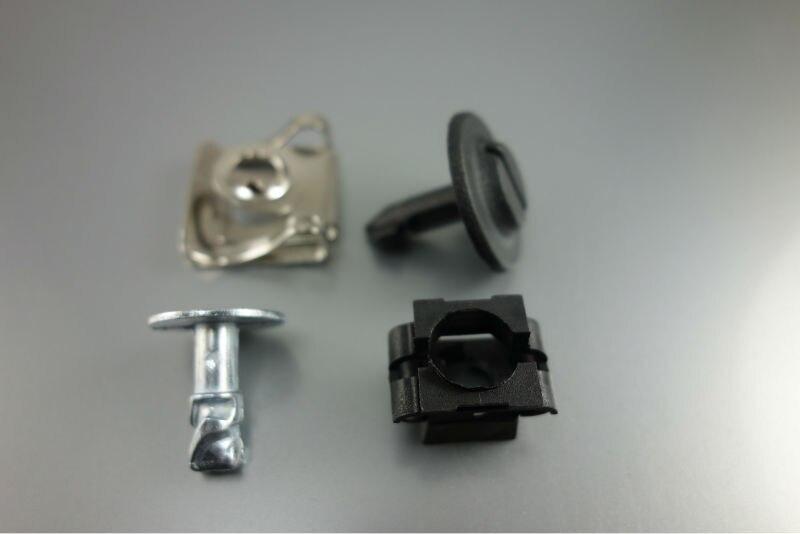 8D0805121 Lot de 5 clips de protection pour moteur
