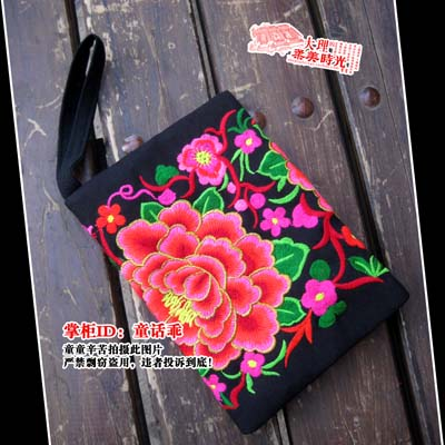 Exquisite embroidered change pocket clutch mobile phone bag embroidered purse the pool house