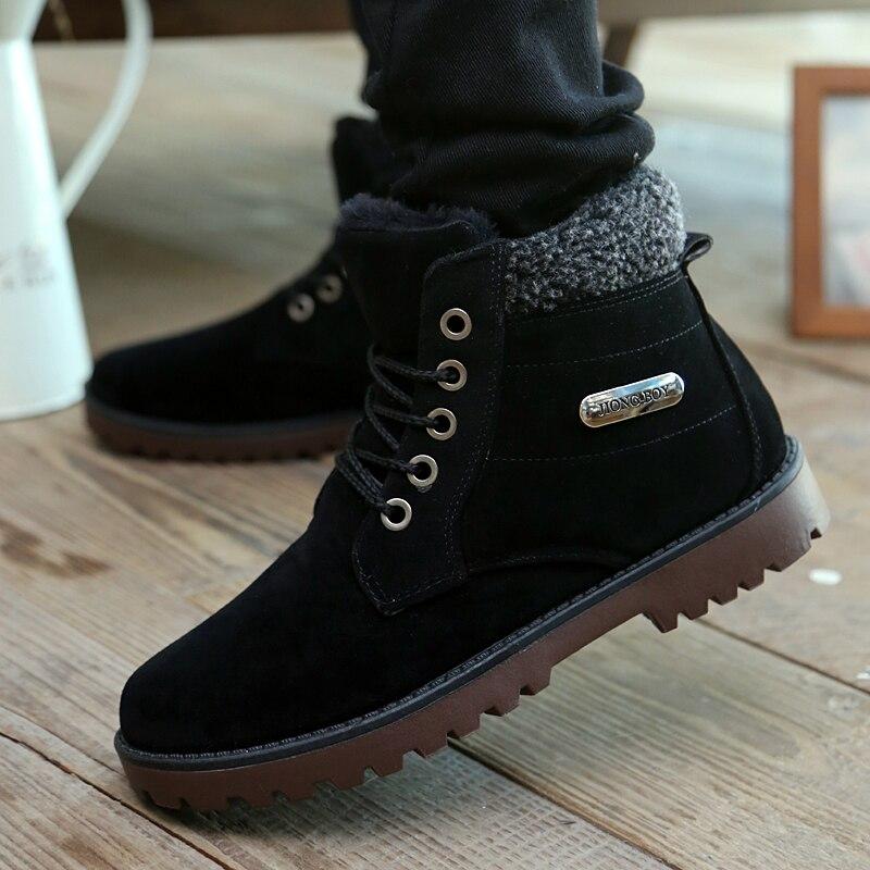 fdb4d2bd54053 Nieve del Invierno del otoño Botas Tendencia Coreana Hombres Zapatos de  trabajo botas cortas de Terciopelo Caliente Hombre Tooling botines 39 44 en  Botines ...