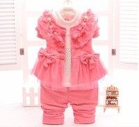 Nieuwe Lente Baby Meisjes kleding Sets 3 stks Pasgeboren Kant Bloem Jas + t-shirt + Broek Kinderen Prinses Kinderen Outfits Party Vestidos