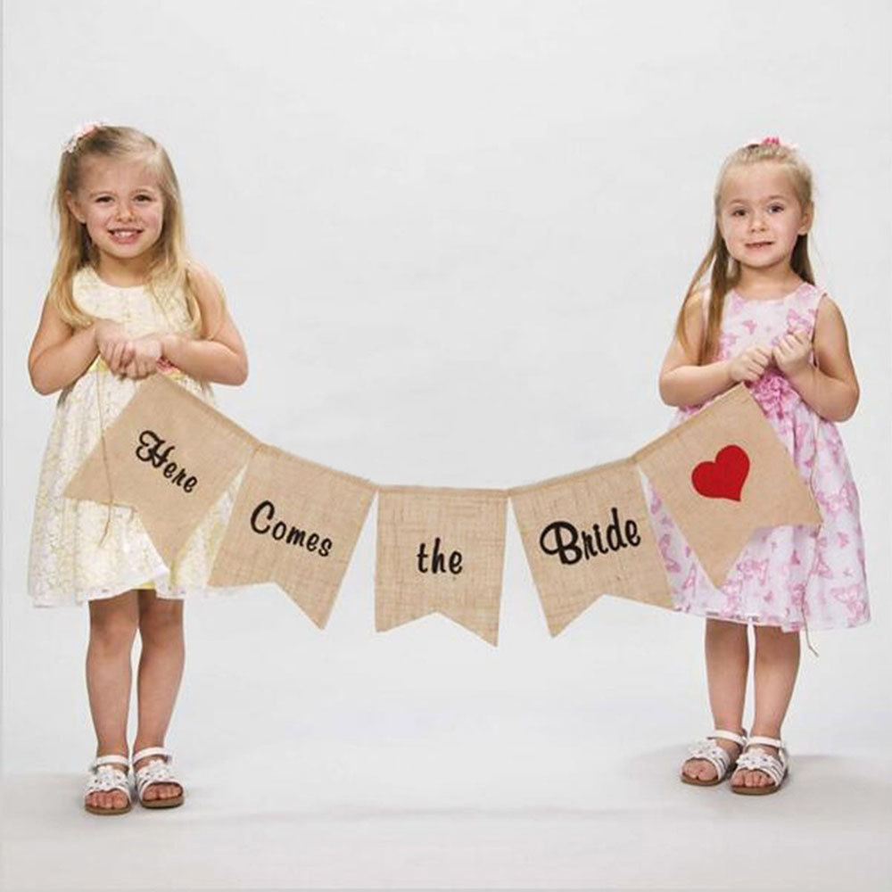 """1 Pc Burlap Bunting Banner """"here Comes The Bride"""" Sign Flags And Banner For Rustic Wedding Decoration Wedding Props Fine Quality"""