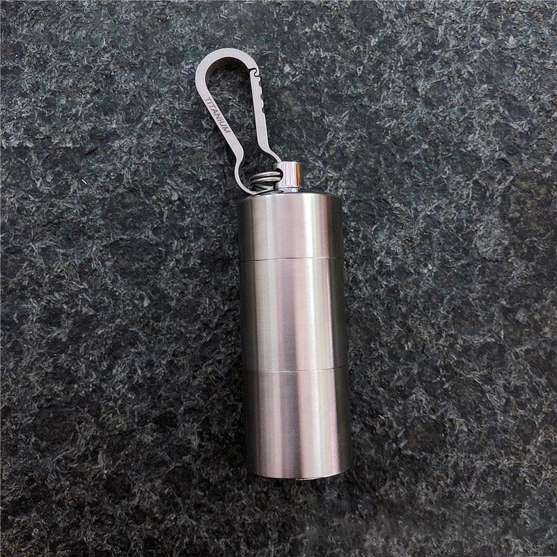 100% pur titane porte-clés multi-treillis combinaison portable métal étanchéité bouteille pilule boîte créative porte-clés