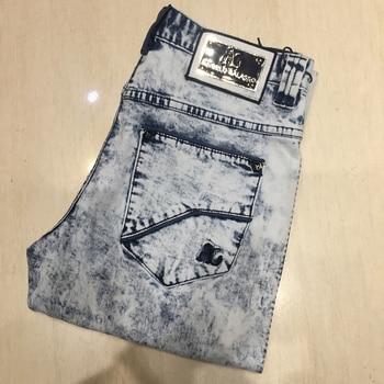a4ac492aee Multimillonario Jeans hombres 2019 algodón bordado comercio casuales de moda  patrón de geometría aliento bleaching32-42 envío gratis