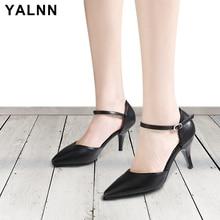 Sandalet Thelbësore të grave YALNN thembra të mesme Verë të bardha dhe të zeza sandale lëkure Lëkurë femrash taka sandale verore