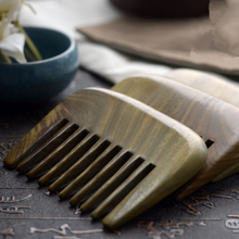 1PC Natural Green Sandalwood wide-tooth Curly Hair Boutique Comb 9cm Sandalwood Whole Wood Comb G0411 green sandalwood combed wooden head neck mammary gland meridian lymphatic massage comb wide teeth comb