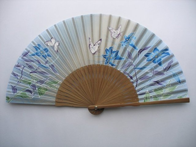 2012 hote sale pretty bamboo hand fans in high quality,retail and wholesale