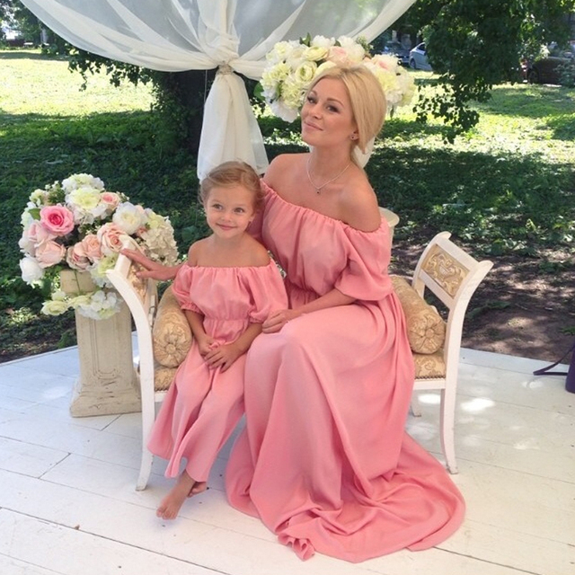 Madre e hija vestidos para la madre Pink trompeta fuera del hombro ...
