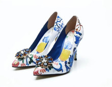 New 2018 autumn winter retro print pointed toe high heels shoes Chic diamonds flower heeld pumps BY570