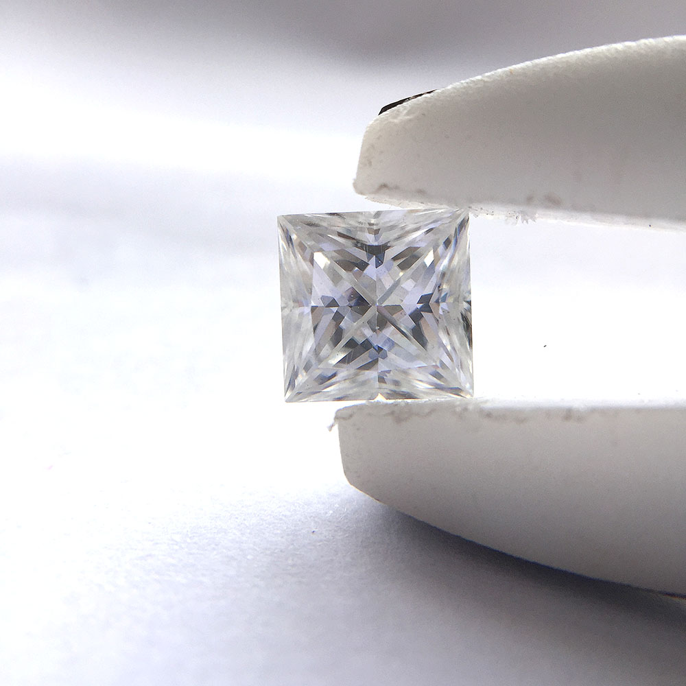 0 5CT DE Princess 4mm Excellent Cut Moissanites Loose Stone for Lady s Engagement Rings Jewelry