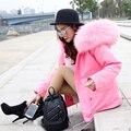 MAOMAOKONG 2016 Nuevas Mujeres de Invierno Chaqueta de Color Rosa Abrigos Parkas Gruesas más el Tamaño de Mapache Verdadero Cuello de Piel Con Capucha Outwear 3 Día entrega