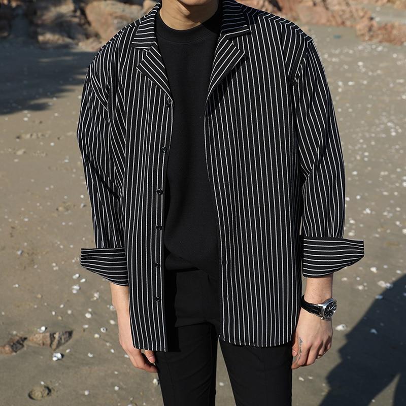 2018 hombres hawaianos casuales puff francés abrigos moda algodón raya ropa de impresión suelta mangas jóvenes blanco / negro camisas S-XL