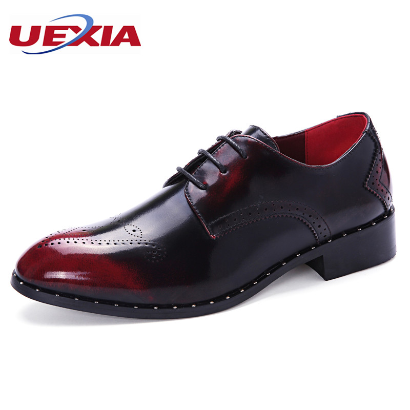 Fashion Men Brogues Shoes PU Leather Patent Leather Bullock Pointed toe Oxford Brogues Rubber Bottom Business Dress Wedding Shoe