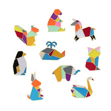 Di modo Origami Crane Coniglio Pinguino Elefante Gatto Oca Balena Cavallo Spille Colorful Splicing Animale Smalto Spilli Distintivi e Simboli Gioielli(China)