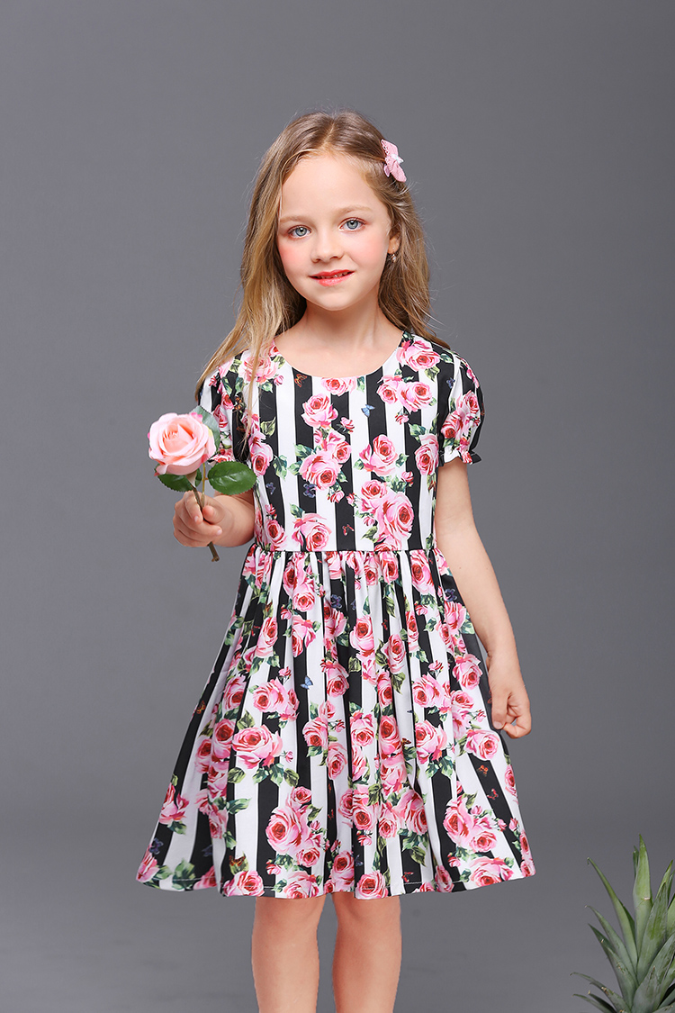 2018 Summer fashion children family look clothing kids mom girl short sleeve holiday dress mother daughter evening party dresses family matching outfits mom kids baby toddle girl holiday party dress children clothing sets mother daughter summer lace dresses