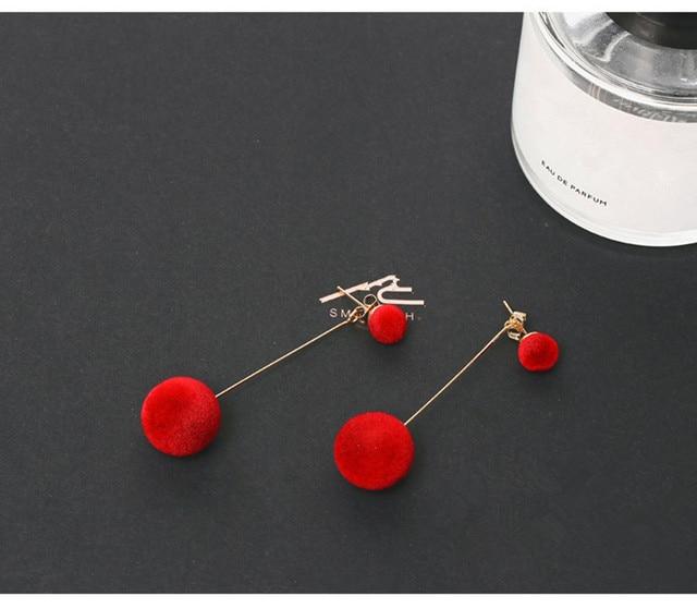 Nouvelle mode coréenne longue peluche boule boucles doreilles pour les femmes ronde gland déclaration boucles doreilles rouge bleu gris noir boucle doreille E0371