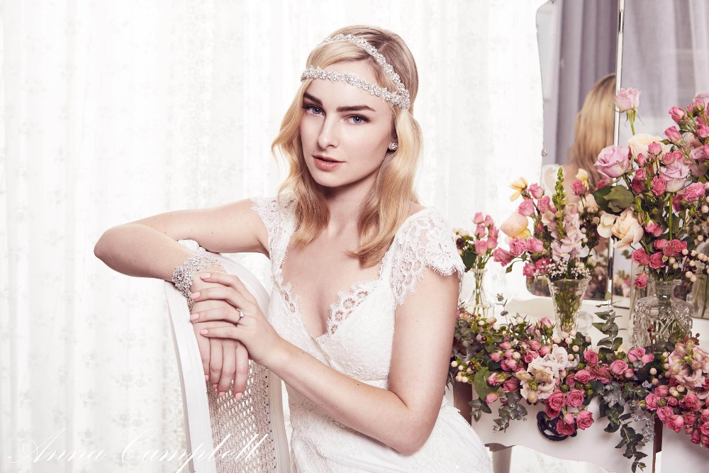 2014 anna campbell backless scallop lace Wedding Dresses cap sleeve lace  ivory bow Vestidos De Novia Eloise Bridal Gowns court-in Wedding Dresses  from ... 256453d10e36