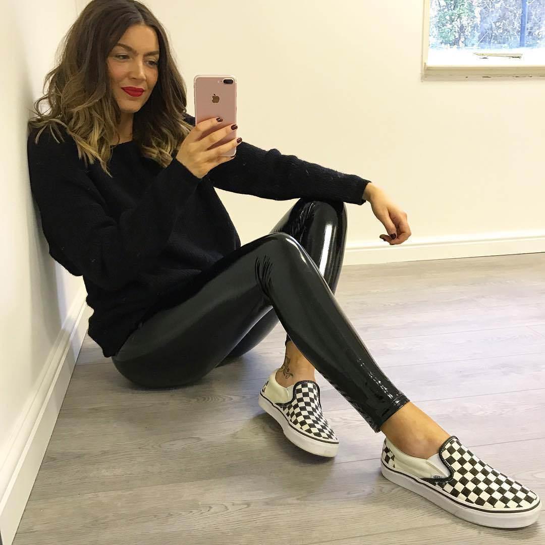 57095e3e4dd 2018 Hot Summer Leggings Women Strethcy Shiny Wet Look PU Leather Pants  Black Slim Workout Pants Women Skinny Leggings-in Leggings from Women s  Clothing on ...