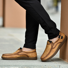 цена на 2019 Vintage Leather Men Casual Shoes Hot Sale British Style Loafers Walking Flats Men Shoes Rome Large Size Men Casual Shoes