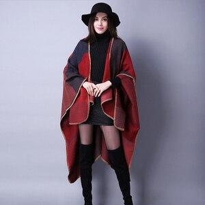 Image 5 - Yeni moda sonbahar kış kadın moda geometrik püskül düğme şal sıcak kalın büyük boy kızlar çerçeve tarzı gevşek panço