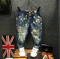 Moda Jeans Para Niños 2016 Flor Carácter Impreso Niños Niño de Mezclilla Pantalones de Primavera Y Otoño Nuevo Ripped Jeans Para Niñas
