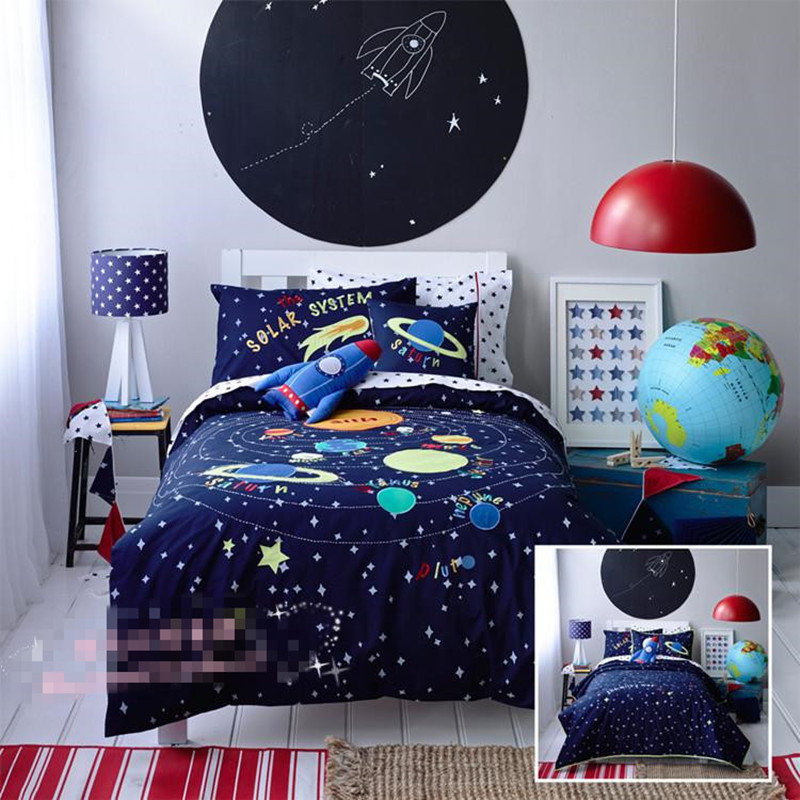 Free shipping universe/space rocket bedding set kids children cartoon seven planets patchwork applique embroidery home textileFree shipping universe/space rocket bedding set kids children cartoon seven planets patchwork applique embroidery home textile