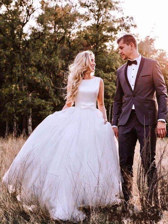 New Sleeveless Ballgown Wedding Dresses Tulle Sweep Train  Plus Size  Sexy Backless Bridal Dresses 2019