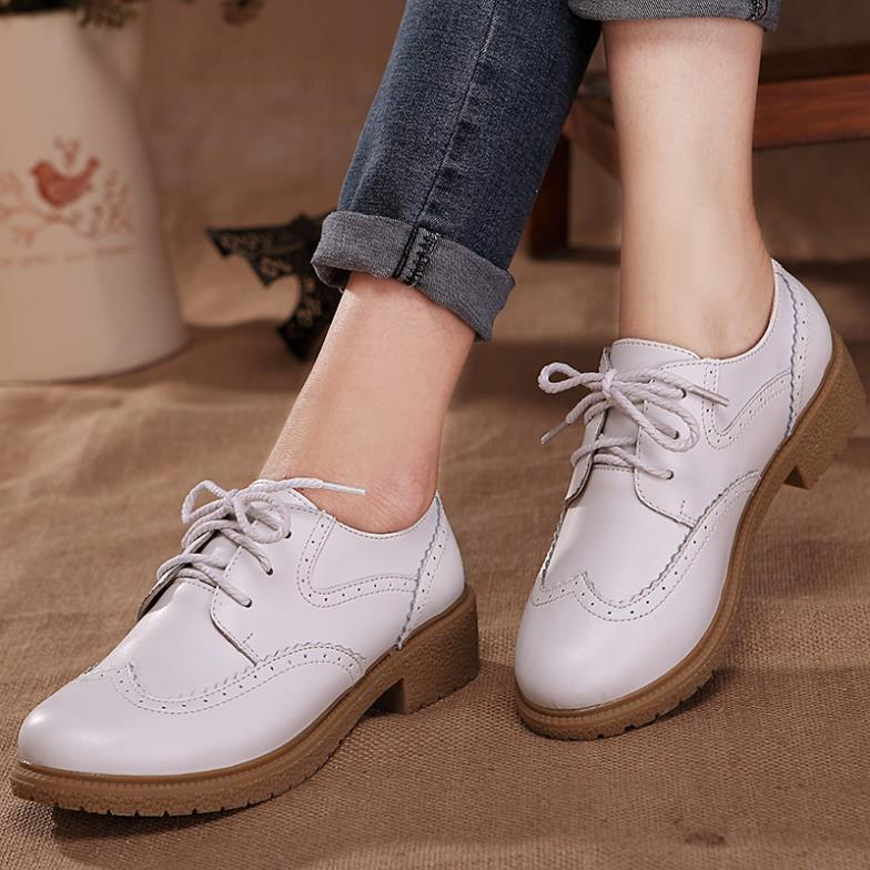 Nuevo 2016 cuero genuino Oxford zapatos de mujer moda Brogue tallado punta  redonda Lace Up mujeres Oxfords damas zapatos planos ocasionales zapatos en  Pisos ... 5791d30c78a9