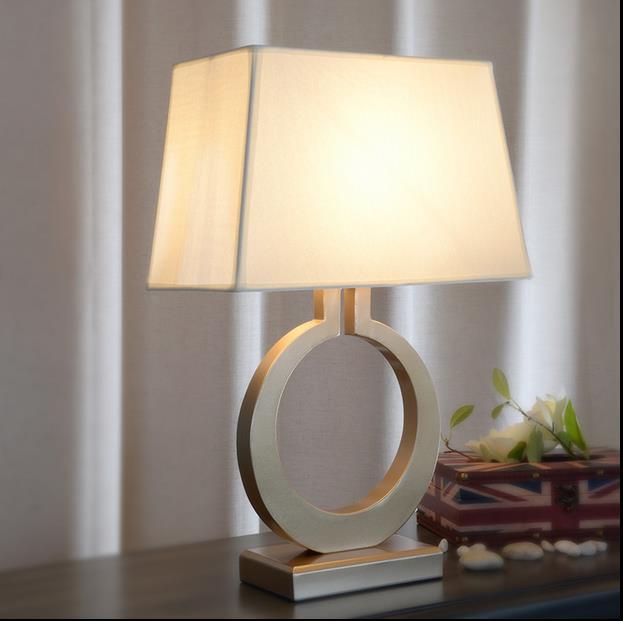 Европейский стиль Творческий Ретро Настольная лампа украшения спальни теплым утюгом Art изучать ткань просто Золотой настольные лампы бар с...