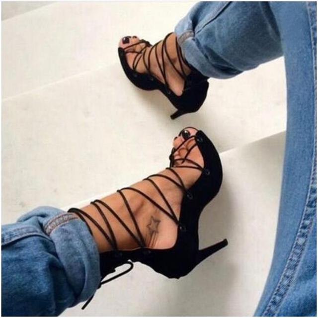 2017 Sandálias de Verão Estilo Romano Oco Fita Lace Up Com Tiras Stiletto Bombas de Salto Alto Do Dedo Do Pé Aberto Sexy Sapatos de Mulheres