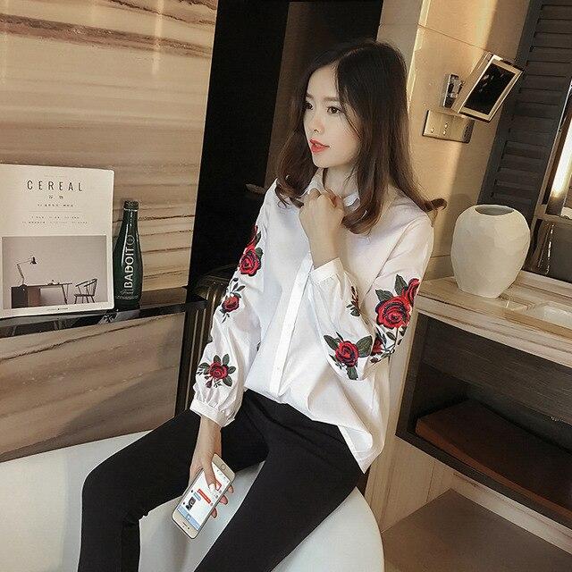 282ac1095576 € 9.77  Manga larga flor bordada camisa blanca mujer estilo coreano blusa  rayas solapa túnica camisa Tops moda blusa Overshirt en Blusas y camisas ...