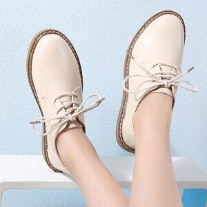 Image 4 - 2019 outono oxford sapatos para as mulheres de couro genuíno rendas até apartamentos dedo do pé redondo chaussure femme mocassins tênis mulher 8516