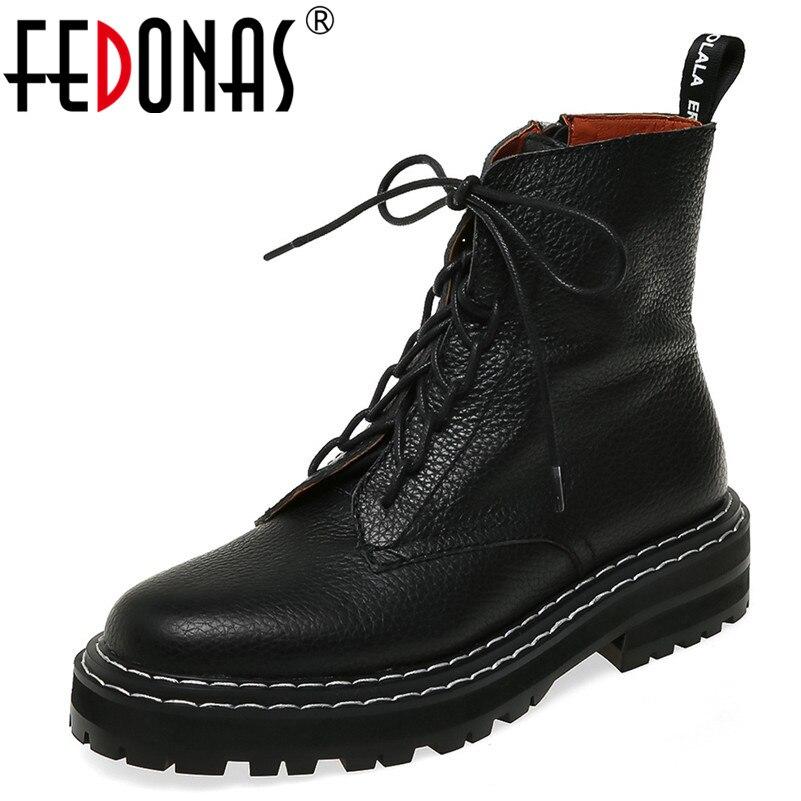 Ayakk.'ten Ayak Bileği Çizmeler'de FEDONAS 2020 Sonbahar Kış Kaliteli Hakiki Deri Punk kısa çizmeler Lace Up Yüksek Topuklu Kadın yarım çizmeler parti ayakkabıları Kadın'da  Grup 1