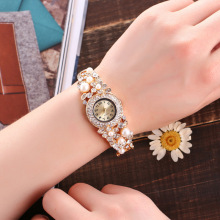 Luxury Ladies Women Fashion Bracelet Classic Alloy Rhinestone Wristwatch Women Dress Watches Fashion Gift Quartz Watch