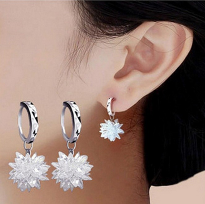 SALE 925 Silver Flower Carved Earrings Female Binghua Crystal From Austrian Simple Temperament Wild Anti-allergic