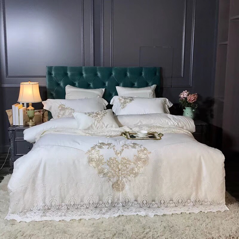 White Romantic Lace Design Luxury Golden Rose Embroidery 80S Egyptian cotton Bedding Set Duvet Cover Bed sheet Pillowcases 4pcsWhite Romantic Lace Design Luxury Golden Rose Embroidery 80S Egyptian cotton Bedding Set Duvet Cover Bed sheet Pillowcases 4pcs