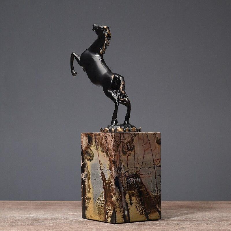 Black Running Paard Standbeeld Black Metal Art Craft Marmer Base Postmoderne Wijnkast Ornamenten Decoratie Sculptuur Thuis Gift - 3