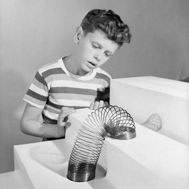 Lustige gadgets Klassischen Stress-Entlasten Kupfer Magie Slinky metall Regenbogen Frühling zaubertricks 1 stücke Spielzeug kinder Geschenk