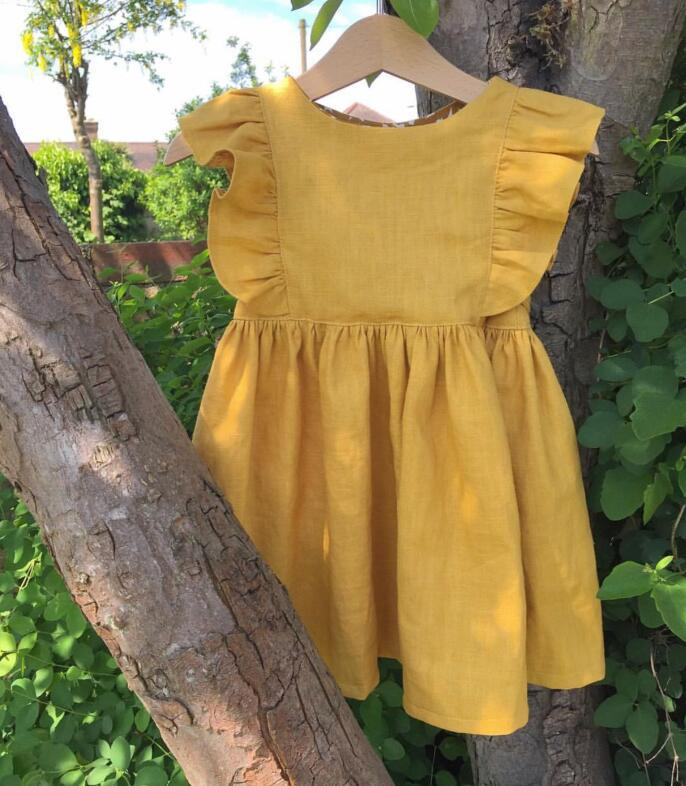 2018 ins Baby Girls Simple Western Dress With Fly Sleeves Ruffles Candy Yellow Color Holiday Children
