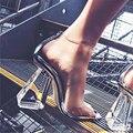 2017 de primavera/verano más nuevas mujeres bombas celebrity vistiendo estilo simple pu claro transparente sandalia hebilla sandalias zapatos de tacón alto