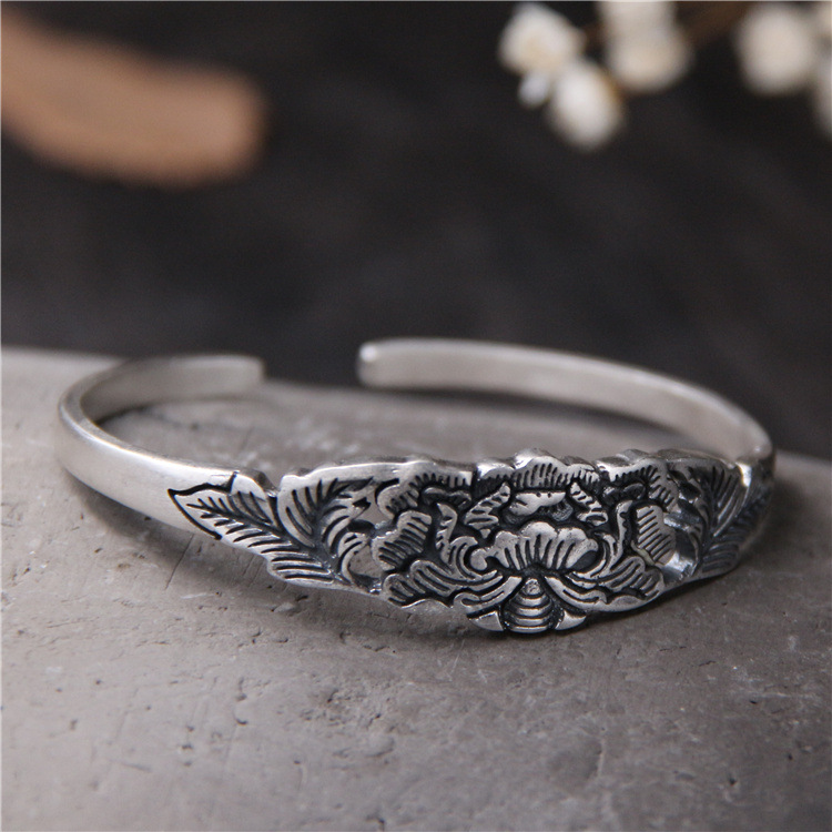 цена S999 Sterling Silver Bangle Thai Silver Retro Carved Lotus Bracelet Female Models Open Bracelet for Mom Gifts