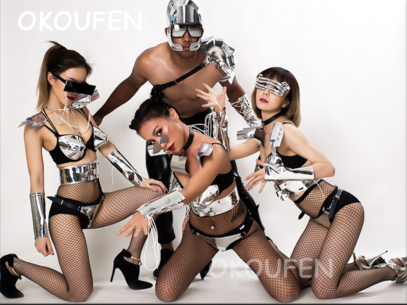 Discothèque danseurs hommes et femmes nouvelle technologie cool futuriste fête miroir ensemble DS split costume