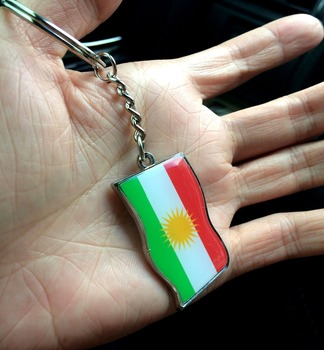 2 sztuk/partia mapa kurdystanu biżuteria flaga nowy brelok ze stopu klucz pierścień kryształ koraliki kurdyjski flaga kolor Kurd...