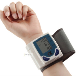 1pc Family blood pressure monitor with a Digital LCD screen personal wrist health care tester easy use  Heart pulse device