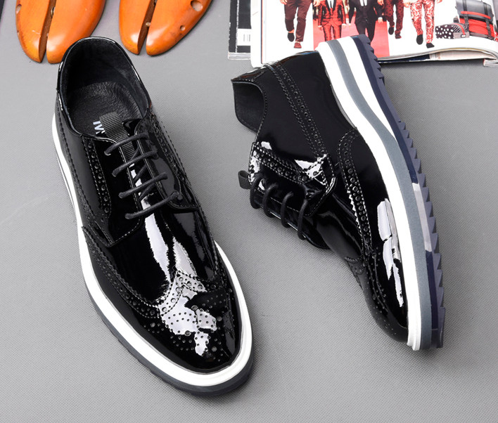 2018 spring autumn new fashion leather casual shoes male pointed toes england style lace up bottom thick carved dress shoes 2018 spring autumn new fashion leather casual shoes male pointed toes england style lace up bottom thick carved dress shoes
