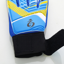 Kid's soccer goalkeeper gloves