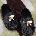 Zapatos de los niños primavera verano 2016 hueco de la borla de 1-6 años Muchachas de Los Muchachos Zapatos de Ocio Plana Zapato de Cuero de Niños sandalias causales